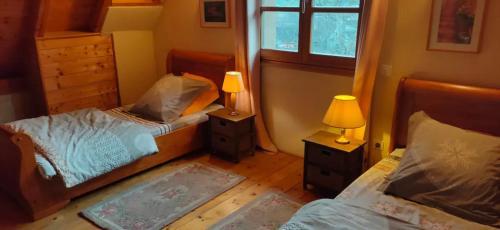 Een bed of bedden in een kamer bij Gîte Les Cerisiers