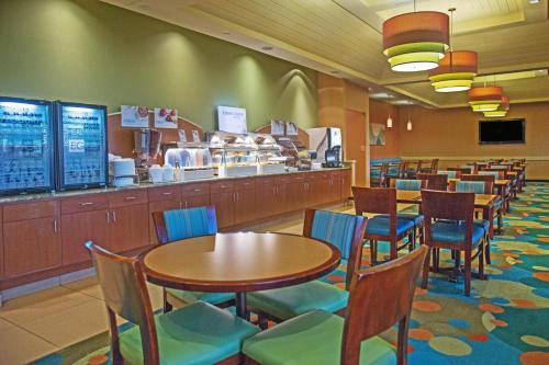 A restaurant or other place to eat at Holiday Inn Express Hotel & Suites Virginia Beach Oceanfront, an IHG Hotel