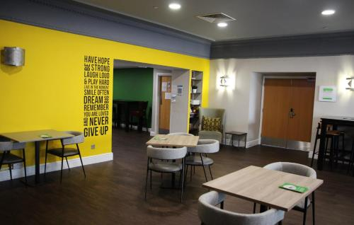 A restaurant or other place to eat at Holiday Inn Kenilworth - Warwick, an IHG Hotel