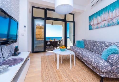 A seating area at Apartments Maris