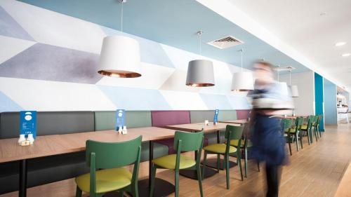A restaurant or other place to eat at Holiday Inn Express Aberdeen Airport, an IHG Hotel