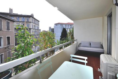 A balcony or terrace at Modern flat with BALCONY in La Joliette