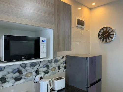 A kitchen or kitchenette at ZOWE LUXURIOUS APARTMENTs