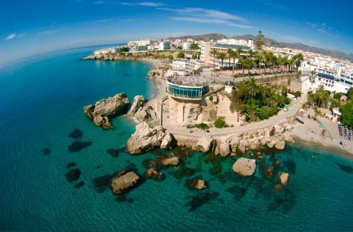Ett flygfoto av Villa Terrazas Punta Lara Nerja