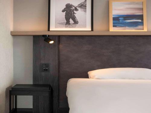 A bathroom at ibis Styles Den Haag Scheveningen