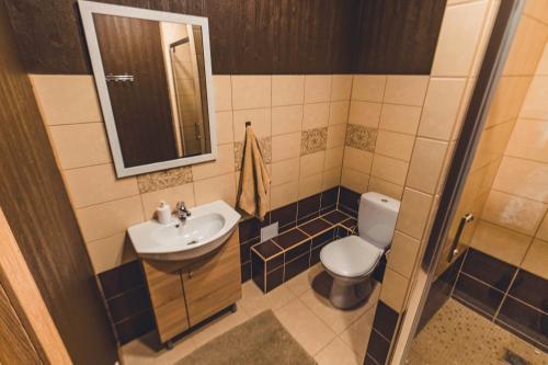 Vannas istaba naktsmītnē O.K. Hotel