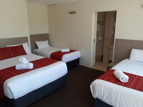 A bed or beds in a room at City Star Lodge