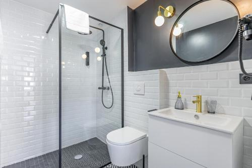 A bathroom at Confortable T2 climatisé - Canebière & Vieux-Port