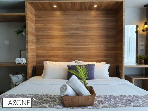 A bed or beds in a room at Aeropod Sovo Studio - Laxzone Suite