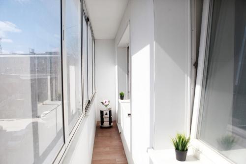A balcony or terrace at Великолепные Апартаменты в центре, Как Дома