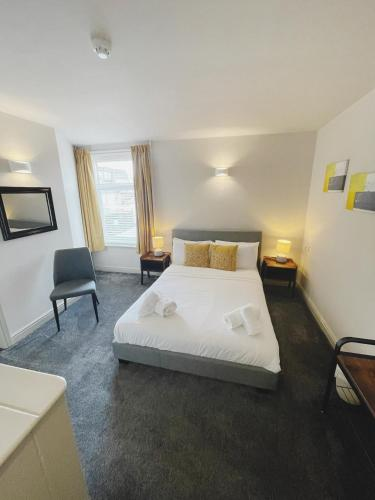 A bed or beds in a room at The Cropper's Arms