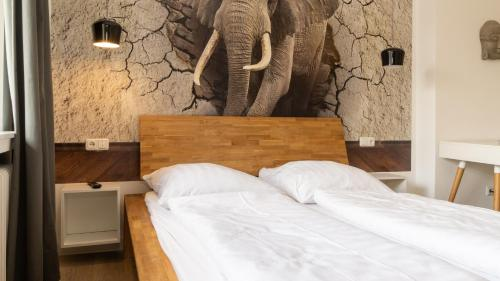 A bed or beds in a room at Ginius Homes: Indian elephant room