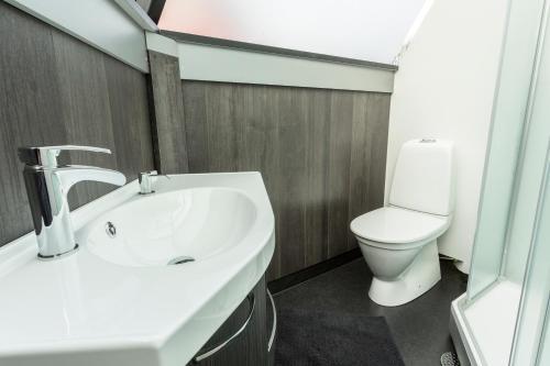Ein Badezimmer in der Unterkunft Arctic SnowHotel & Glass Igloos