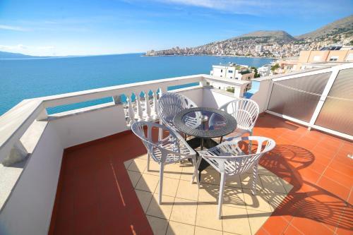 Балкон или терраса в Hotel Serxho