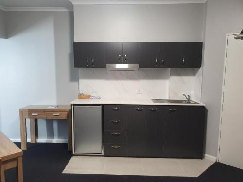 Küche/Küchenzeile in der Unterkunft Capital Executive Apartment Hotel