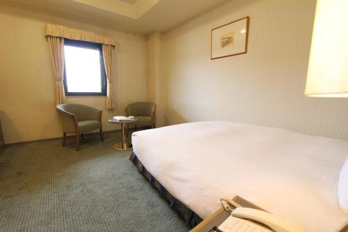 A bed or beds in a room at Shimonoseki Grand Hotel