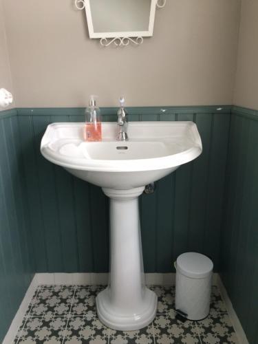 A bathroom at Overvoll Farm