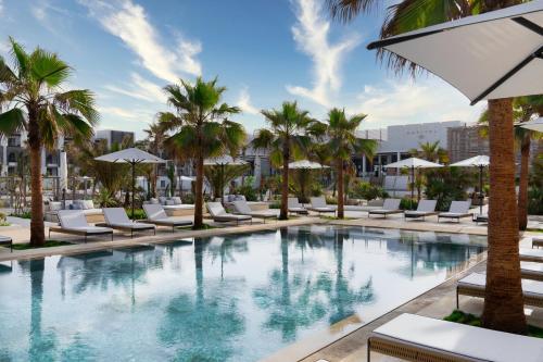 المسبح في فندق سوفيتيل أغادير بحر وسبا ثالاسا أو بالجوار