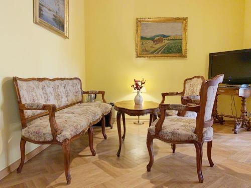 Гостиная зона в Small Luxury Palace Residence