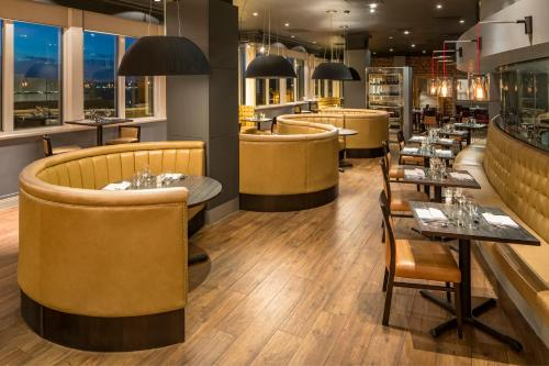 A restaurant or other place to eat at Crowne Plaza Chester, an IHG Hotel