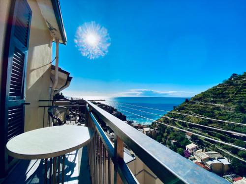 A balcony or terrace at Giovanni Rooms Manarola