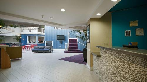 The lobby or reception area at Best Western Plus All Suites Inn