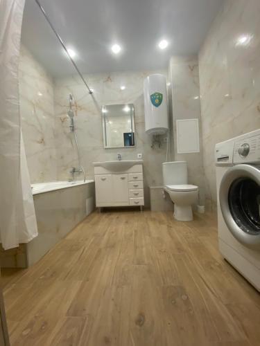 Ванная комната в Apartment On Galiaskara Kamala 53