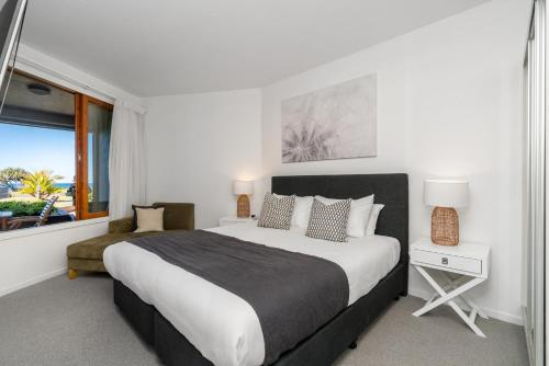 A bed or beds in a room at Lennox Holiday Apartments