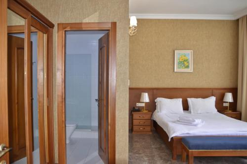 A bed or beds in a room at Boutique Hotel O. Galogre