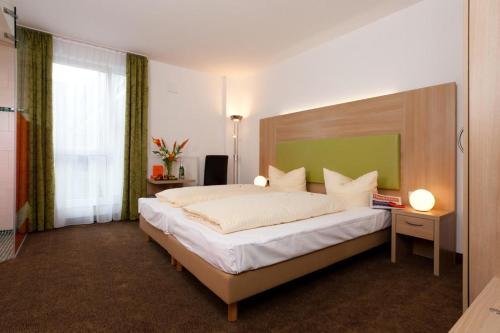 Ein Bett oder Betten in einem Zimmer der Unterkunft Hotel Aviva