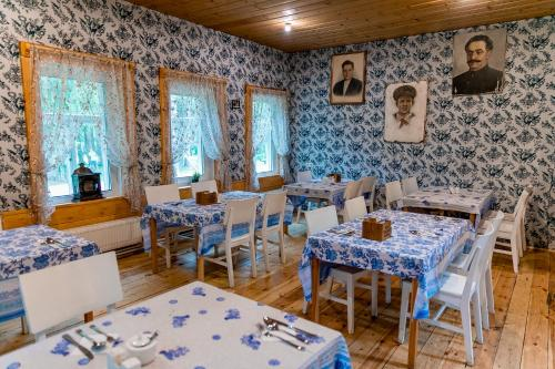 A restaurant or other place to eat at Art Usadba Veretyevo