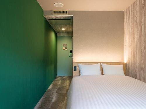 A bed or beds in a room at EN HOTEL Hiroshima