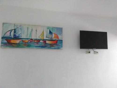 A television and/or entertainment centre at Hotel La Democracia