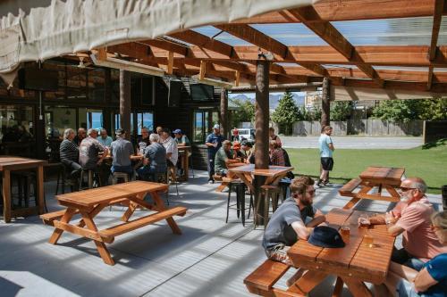 Restaurant ou autre lieu de restauration dans l'établissement Hawea Hotel