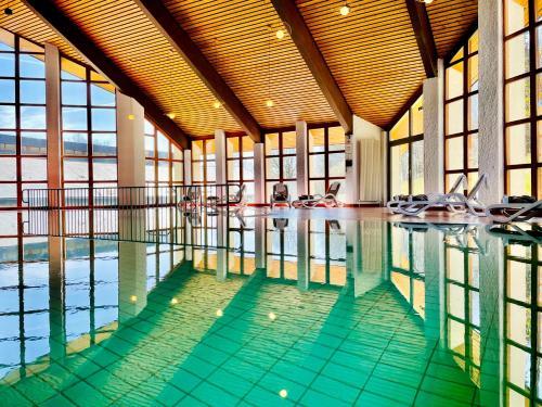 Der Swimmingpool an oder in der Nähe von Landhaus Nordhelle