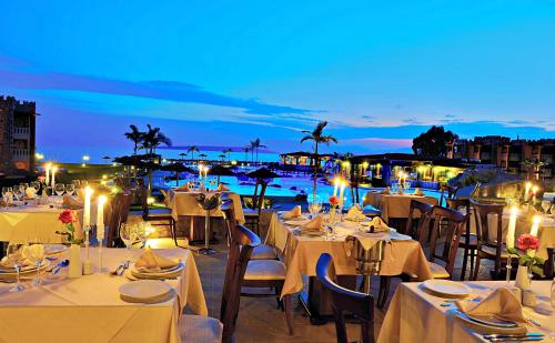 A restaurant or other place to eat at Kandia's Castle Resort & Thalasso Nafplio