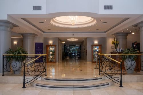 The lobby or reception area at Hotel Intersur Recoleta