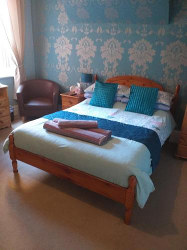 A bed or beds in a room at Monico Guest House