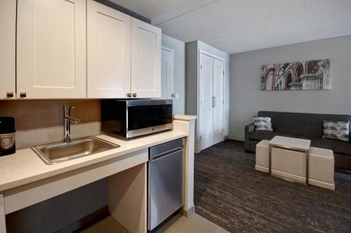 A kitchen or kitchenette at Homewood Suites by Hilton Philadelphia-City Avenue