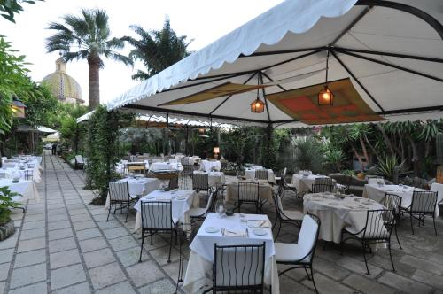 A restaurant or other place to eat at Hotel Palazzo Murat