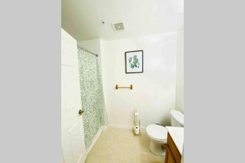 A bathroom at LUXURIOUS AND REMODELED HOUSE, everything new!