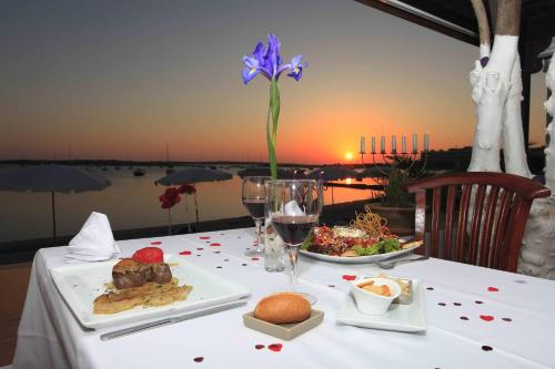 A restaurant or other place to eat at Hostal la Savina