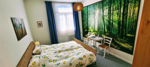 A bed or beds in a room at Gasthof Burg Hausen