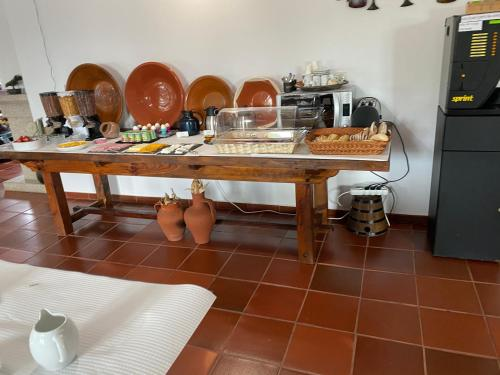 A restaurant or other place to eat at Monte das Palmeiras