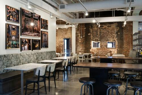 A restaurant or other place to eat at JW Marriott Savannah Plant Riverside District