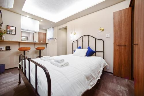 A bed or beds in a room at ALT STAY Azabudai - Vacation STAY 31668v