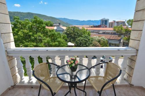 Балкон или терраса в Hotel Grbalj