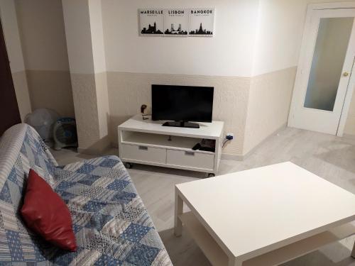 Una televisión o centro de entretenimiento en Apartseu