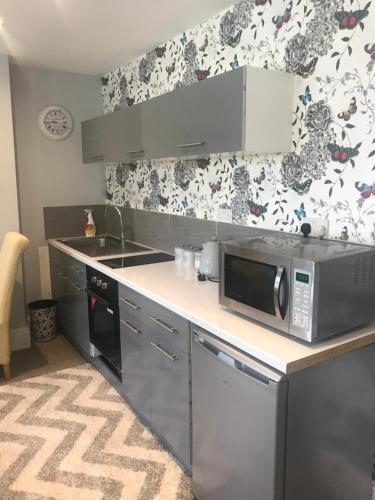 A kitchen or kitchenette at Acacia Villas Guest House