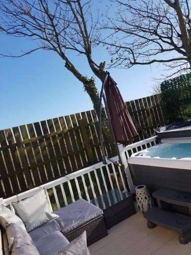 The swimming pool at or close to Hillingworth's Hot Tub Retreat